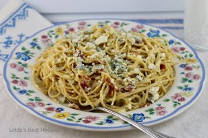 Blue Cheese Spaghetti with Eggs