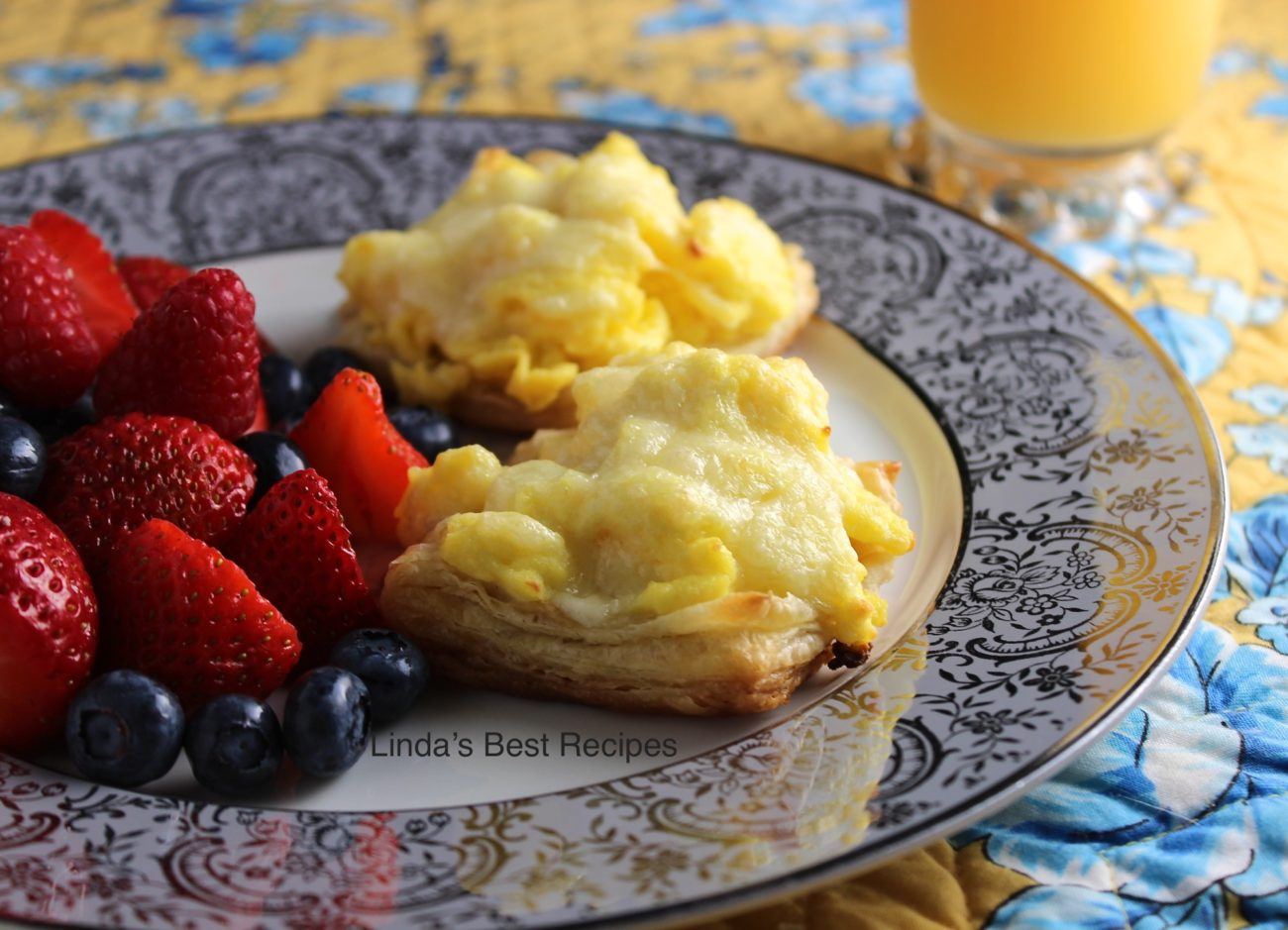 Scrambled Eggs in Puff Pastry Cups